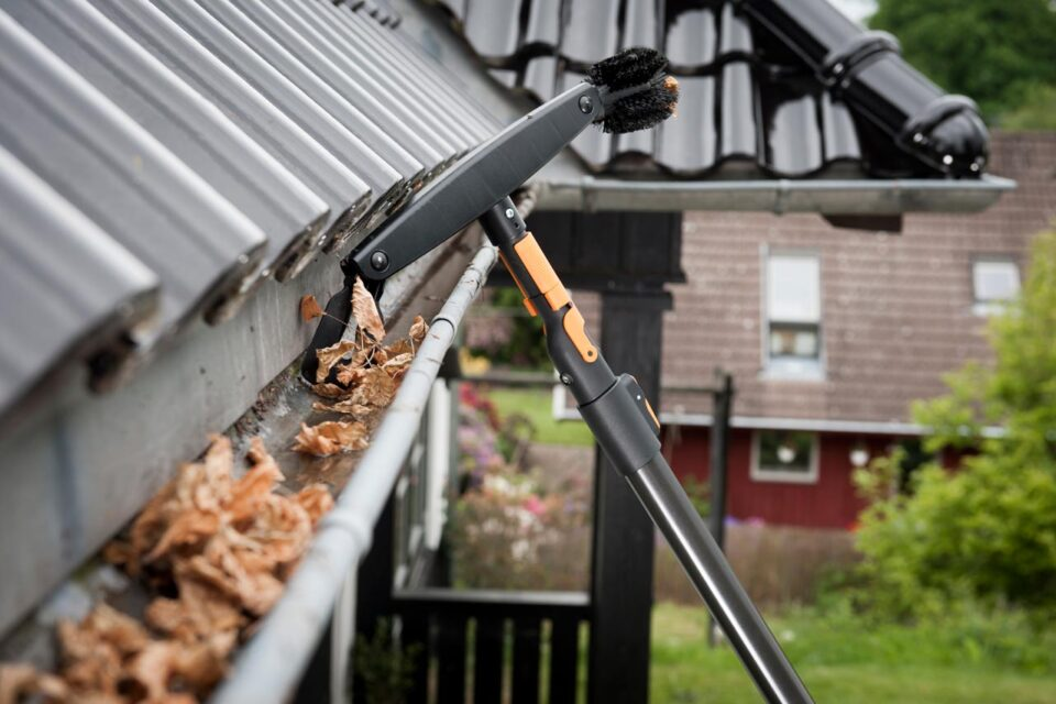 Gutter Cleaning Near Me in CR4 Mitcham
