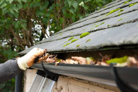 Gutter Cleaning Service Near Me in CR4 Mitcham